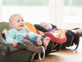 Babyschale für die ersten 15 Monate im Auto